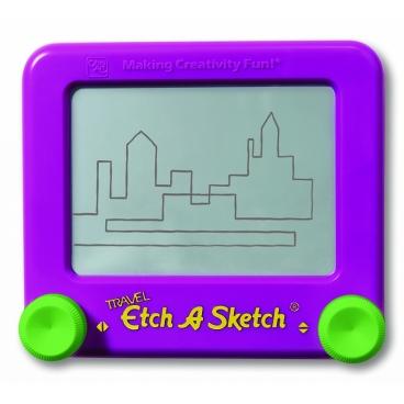 Специальный Экран, представленный в разной цветовой гамме, размером тринадцать сантиметров, превращает рисунок ребенка в пейзаж