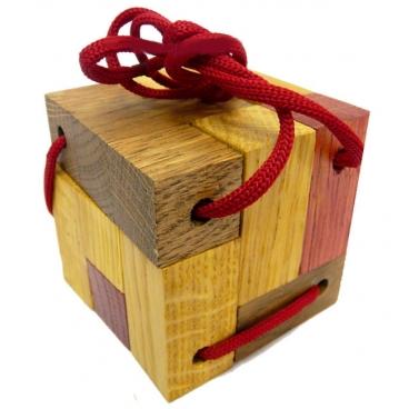Красочная и увлекательная головоломка «Кубик для путешественников» - удобный и компактный вариант для проведения досуга.