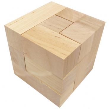 Детская игрушка-головоломка из дерева кубики Сома или кубики для всех – одно из самых увлекательных учебных пособий для малышей.
