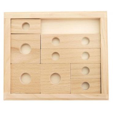 Увлекательная игра «Нелёгкие манёвры» - это качественная, неповторимая головоломка, все элементы которой сделаны из дерева.