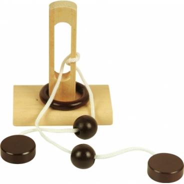 Шнурковая головоломка №1 очень занимательная и интересная, она поможет развить навыки и мелкую моторику рук.